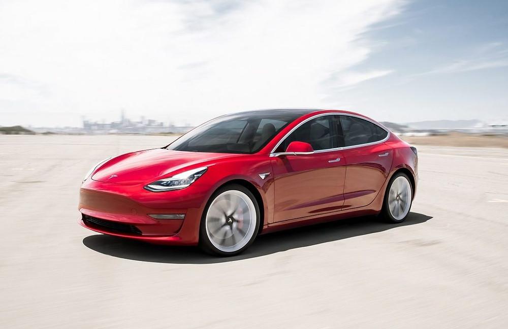Expressas: Tesla modelo 3 chega ao ranking dos 10 mais no Reino Unido