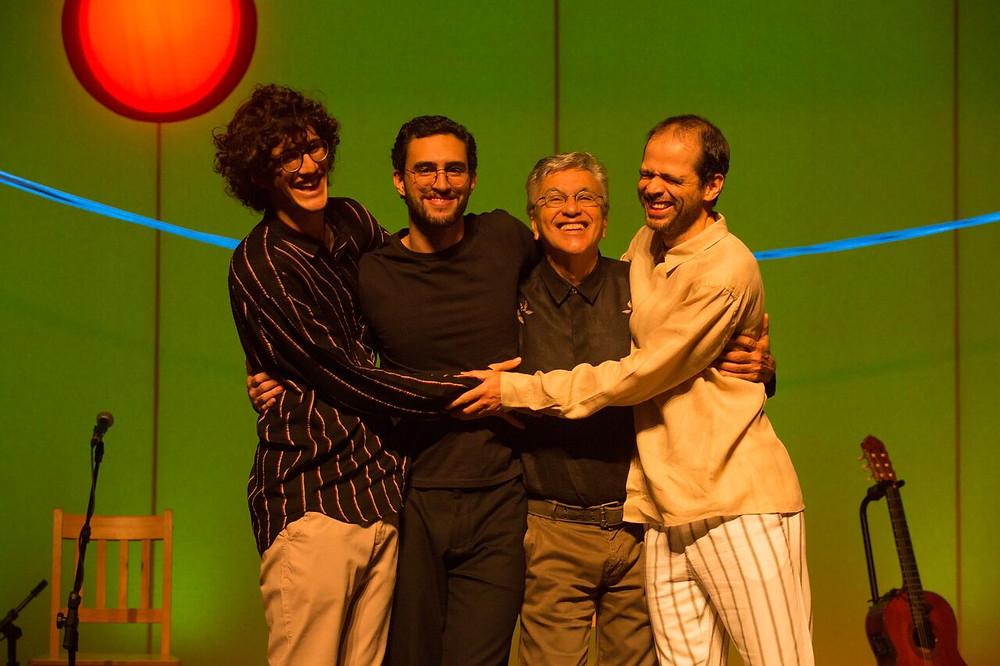Caetano chega ao Espaço das Américas na companhia dos filhos para shows de lançamento da nova turnê