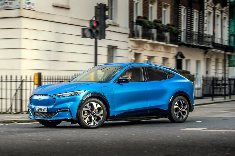 Ford estreia nova linha de elétricos na Europa com o Mustang Mach-E