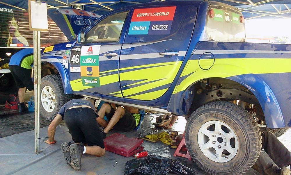 Apesar de problemas no diferencial, Thiago Rizzo e Cadu Sachs saem de Mogi Guaçu na liderança na L200 Triton ER