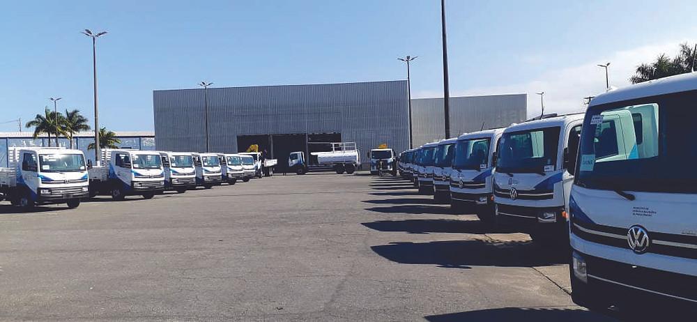 Volkswagen entrega 21 caminhões para a Prefeitura de Praia Grande