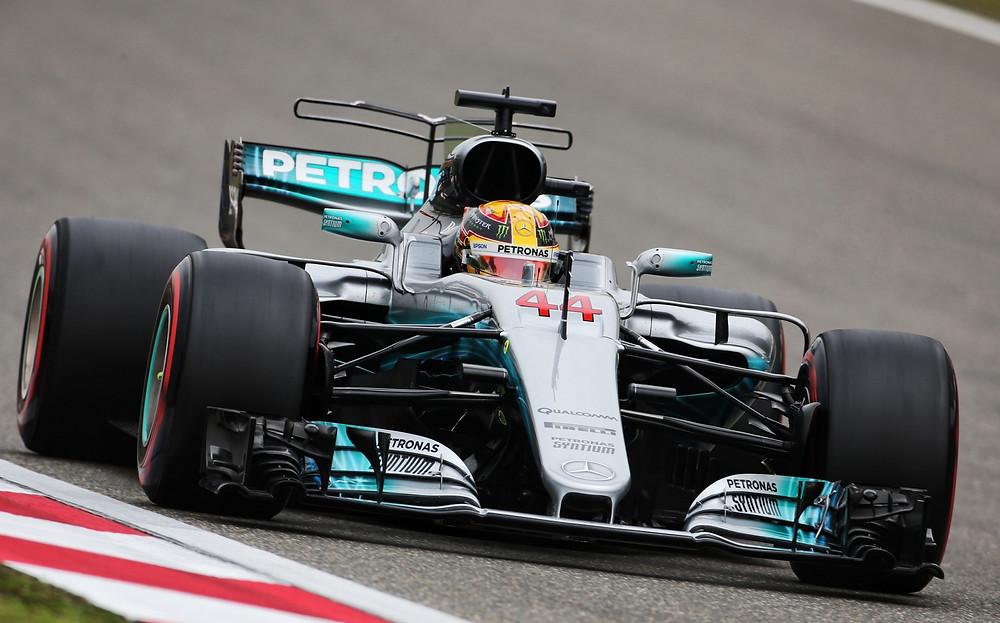Lewis Hamilton conquista a sexta pole consecutiva