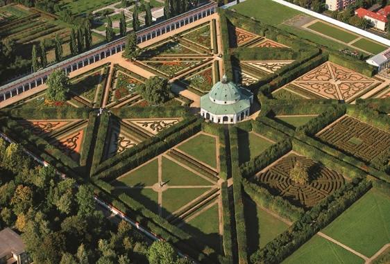 Os jardins de Kromeriz, acima, e o Palácio arcebispal, abaixo.
