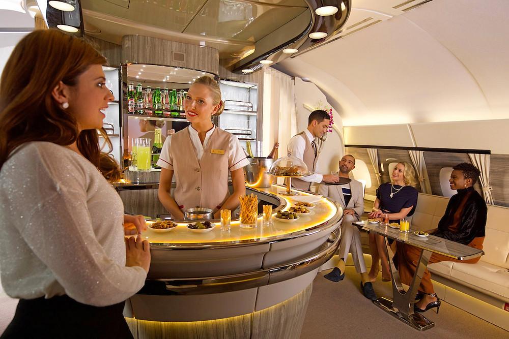 Emirates celebra 9 anos de serviço do A380 e lançamento do recém-renovado Onboard Lounge