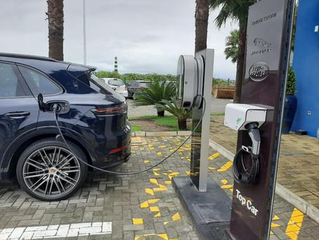 Marina Itajaí ganha pontos de abastecimento de carros elétricos