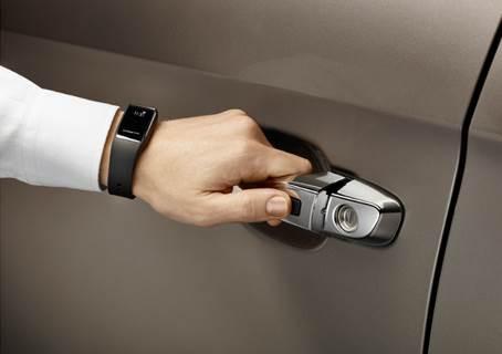 Chave presencial em forma de pulseira vira acessório para o SUV Hyundai Creta