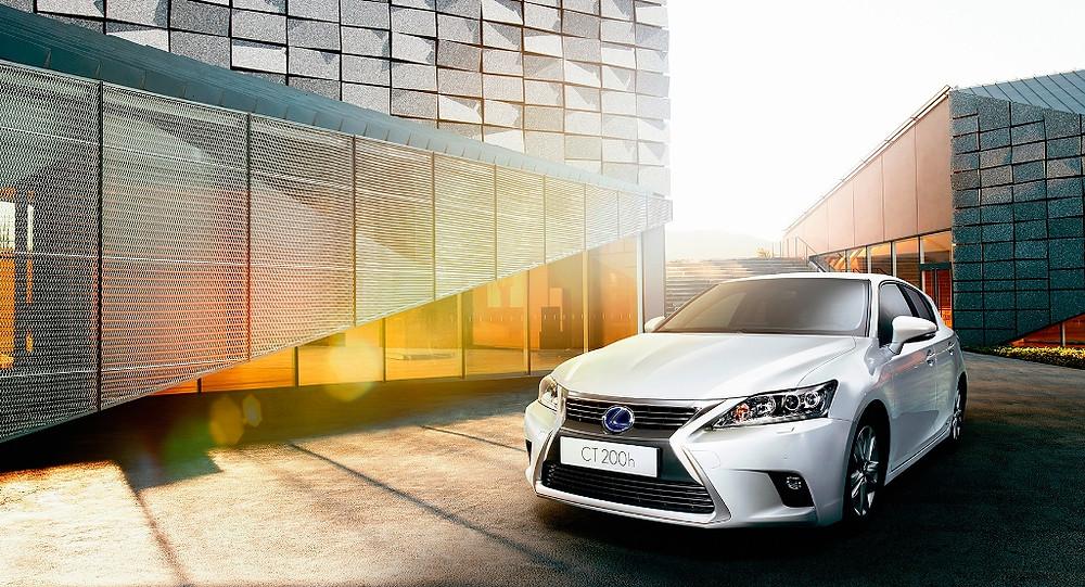 Lexus baixa o preço do híbrido CT 200h