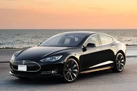 Tesla Model S, 100% elétrico, é opção para locação na Europa