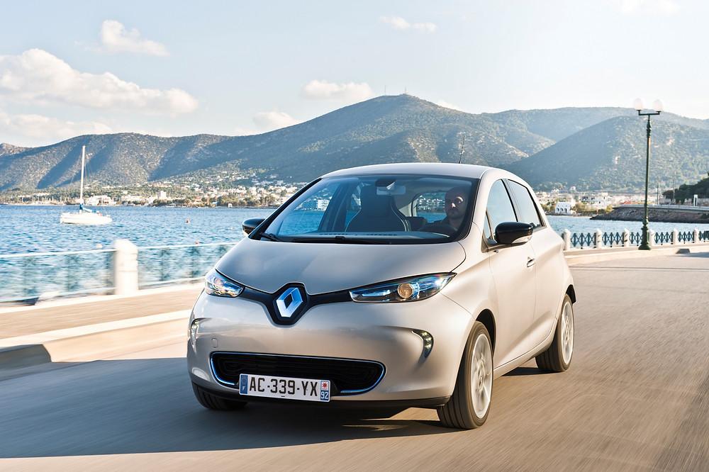 Renault entrega a chave de seu veículo elétrico 100 000