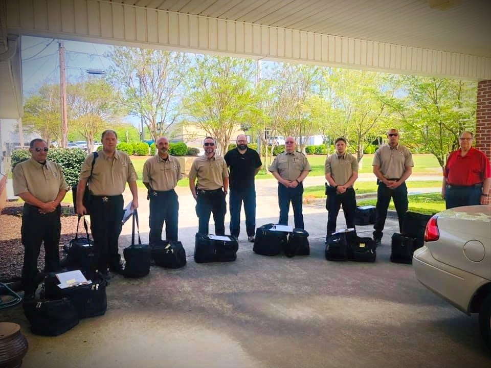 Sheriff Rick Singleton and Lauderdale County Deputies deliver Meals!