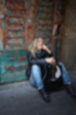 Elisabeth Kitzing wit guitar in Haga, Gothenburg