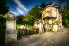 Gates and gate lodge