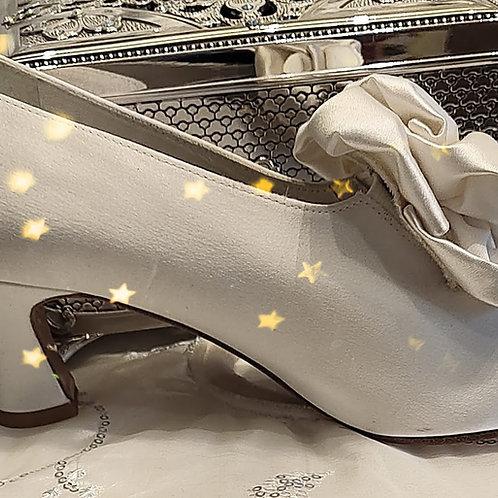 Stuart Weitzman ivory satin bridal Shoes Size 7