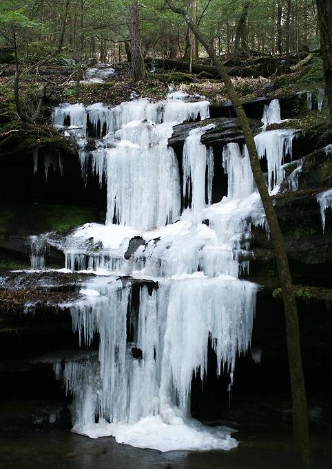 Frozen Falls at Old Mans Cave.JPG