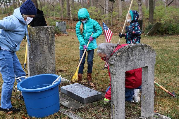 DAR - Lewis Boyer grave - cleaning b.jpg