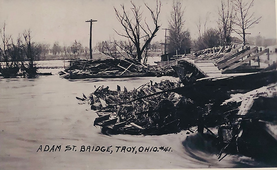 Adams Street Bridge Flood 1913.jpg