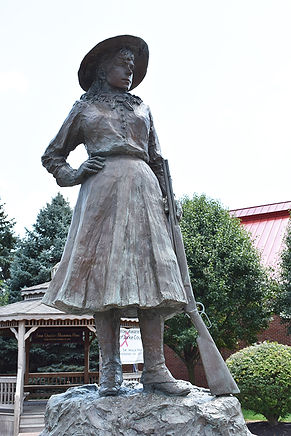 Annie Oakley Statue Close and Clearer.jp
