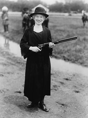 Annie Oakley in 1922 Publc Domain .jpg