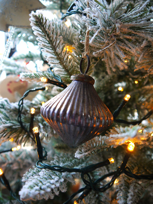 Antique Silver Ribbed Bauble