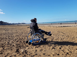 freedom-trax-plage-sable-fauteuil-roulan