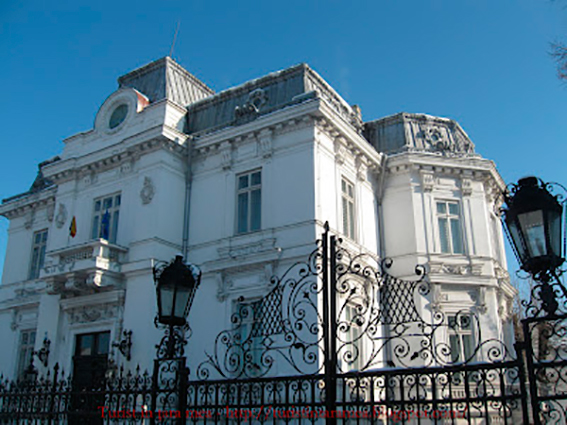 Muzeul-de-Arta-Prahova1