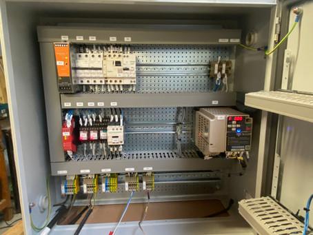 Fabrication d'un coffret électrique, gestion de pompe avec automate