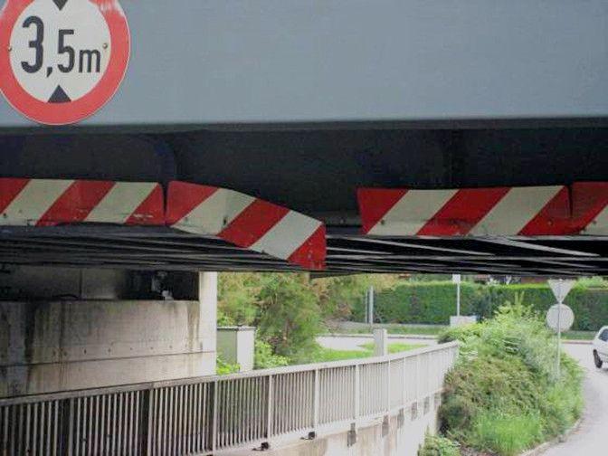 Anfahrschaden Brücke Stahlbau
