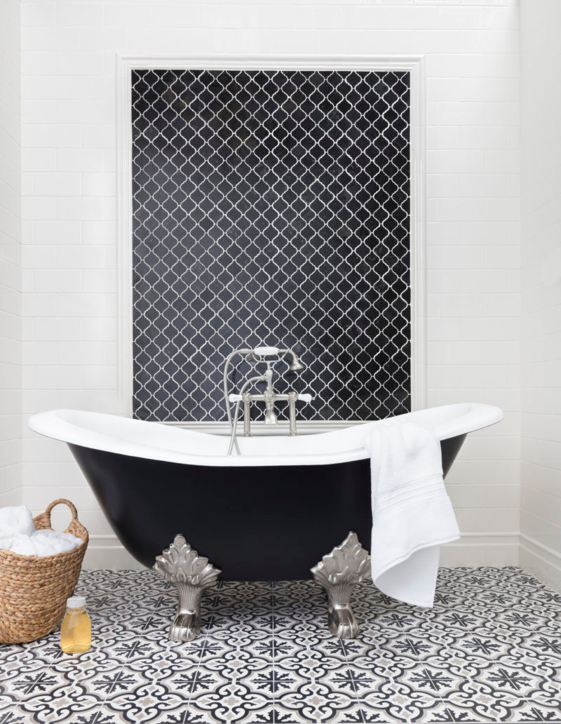 black-adorable-patterned-bathroom-floor-