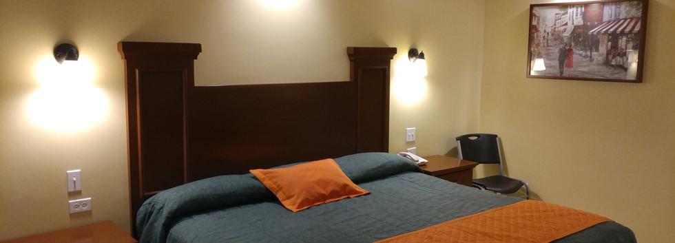 Cama King Size Habitación Sencilla Confort