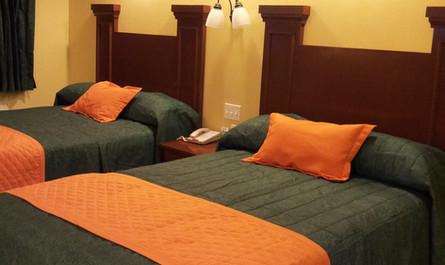 2 camas matrimoniales en Habitación Doble Confort
