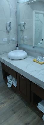 Lavamanos imperial doble y cocineta en recamara Suite