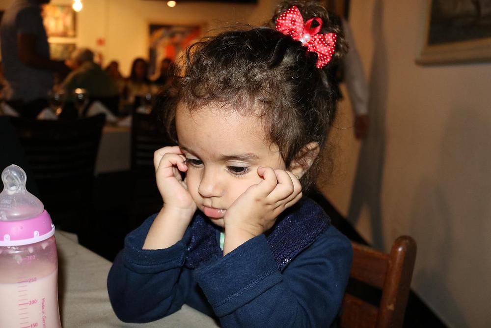 Criança chateada contrariada