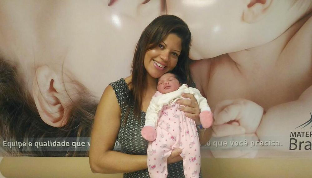 Yramar e a filha na maternidade / Arquivo pessoal