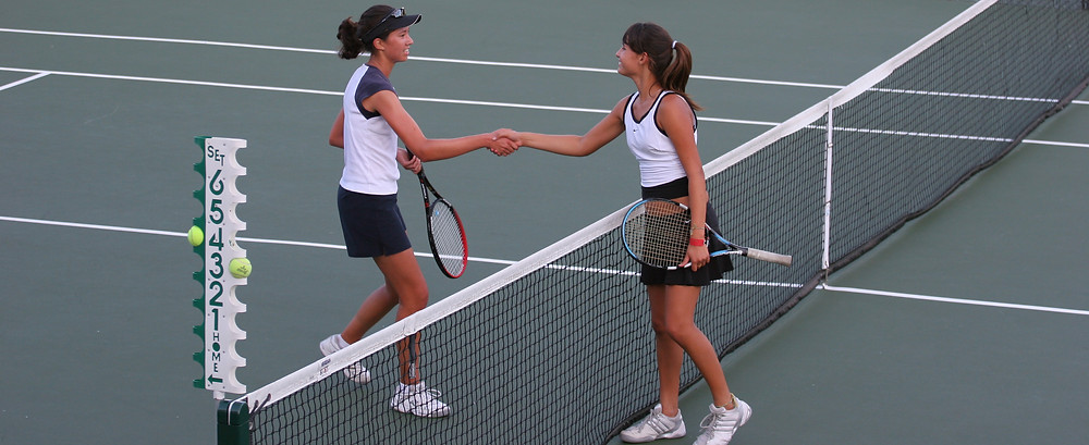 Tennis_shake_hands_after_match.jpg