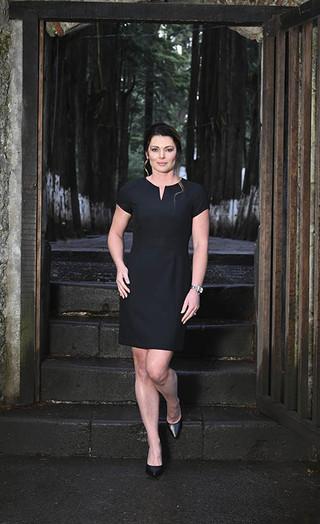 Vestido negro escote redondo