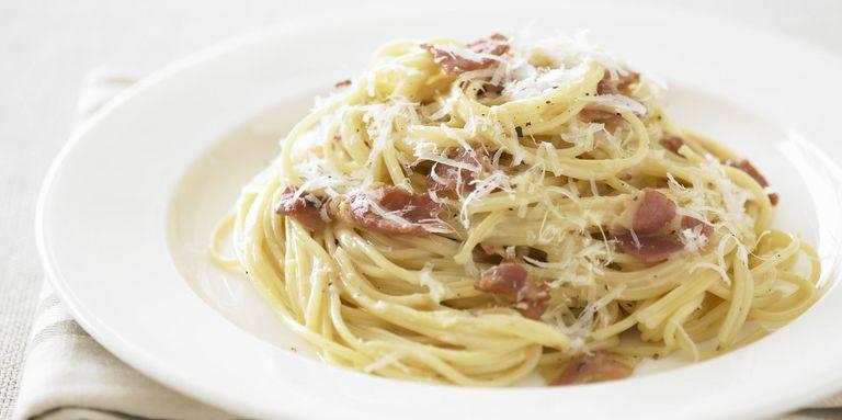 gallery-1429889780-spaghetti-carbonara