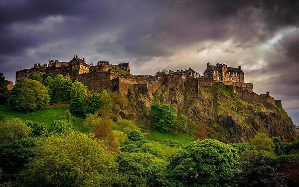 moody picture of Edinburgh Castle