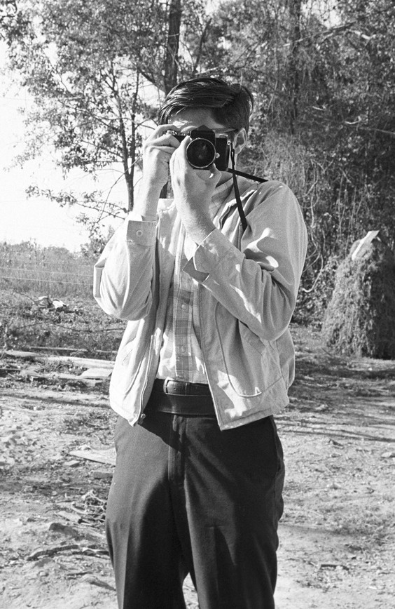 """Southern Courier"" photographer Jim Peppler in the yard of the Bracy family in Elmore County, 1967."