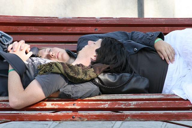 Alvás és szerelem. Tényleg szükségünk van rá? A választ itt találja!