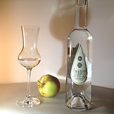 Mr. Plūme ābolu sidra destilāta pudele. Šnapss - 40% alc. tilp.