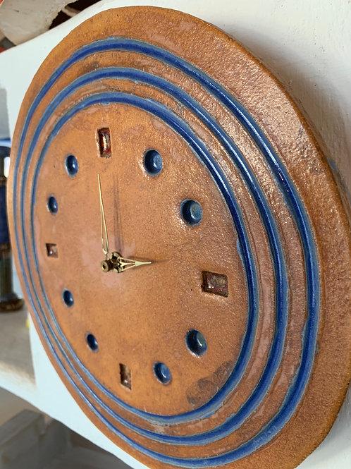 Uhr aus Keramik