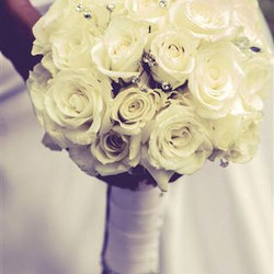 Another shot of Dana's bouquet from the photographer ..