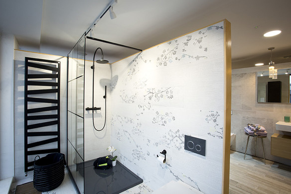 Versatile Bathrooms + Tiles showroom 5-m