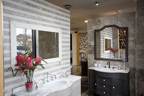 Versatile Showroom display showing a full length traditional mirror