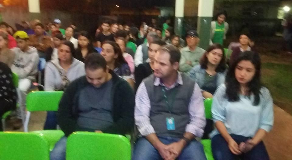 Público presente para a apresntação do p