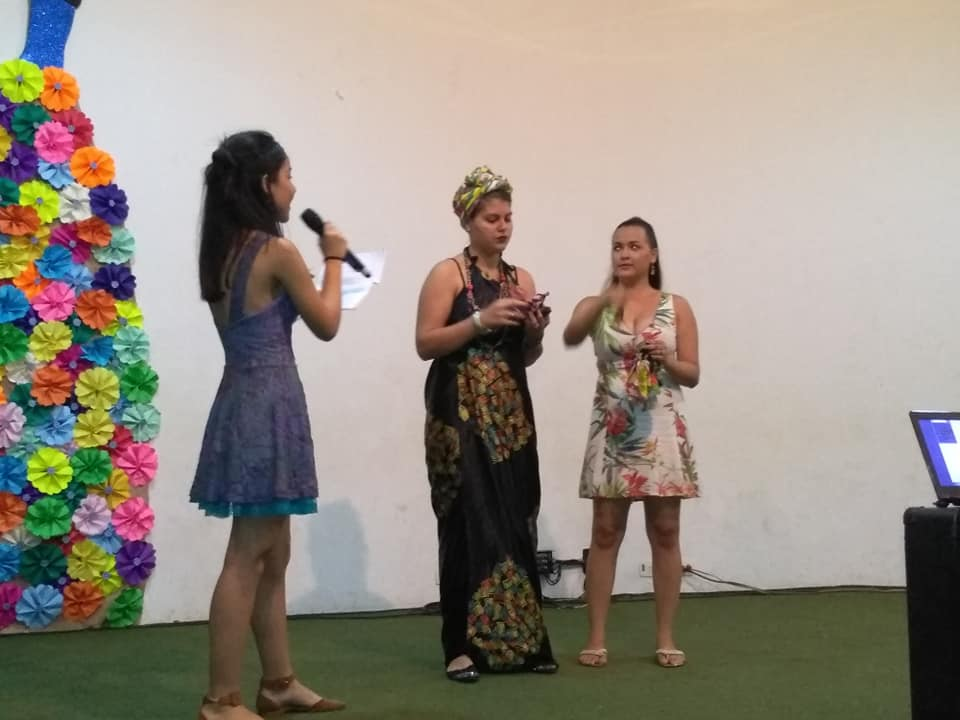 A apresentação do VIVARTE é feita pelos próprios alunos, dispensando cerimonialista.