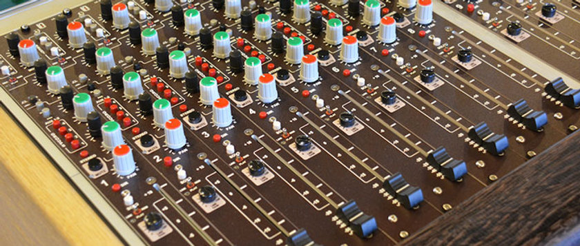 LA-200 Modular Analog Mixer