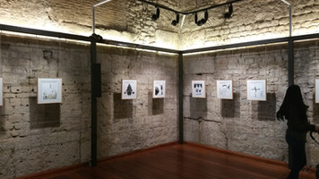Montaje de la exposición El roto en Vic