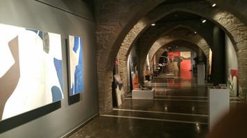 Montaje de la exposición Vernis en Manresa