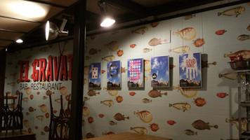 Montaje expositivo en el Restaurante El Gravat